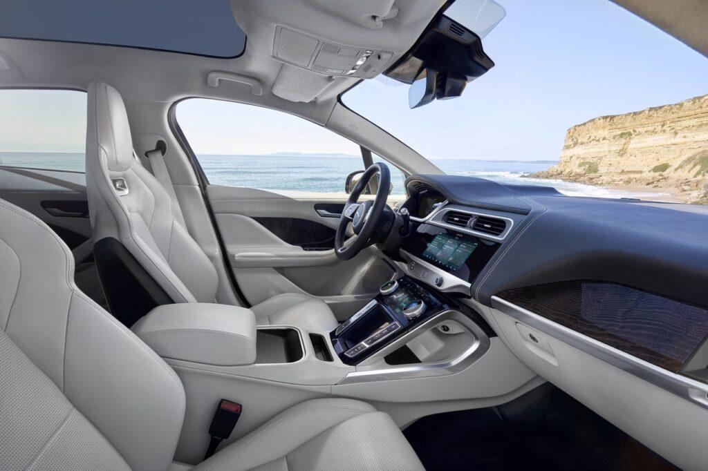 Jaguar представила первый электрический кроссовер Jaguar I-Pace
