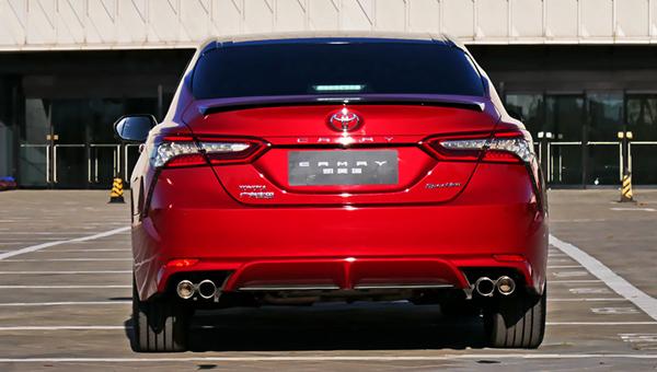 Названы цены и комплектации нового поколения Toyota Camry