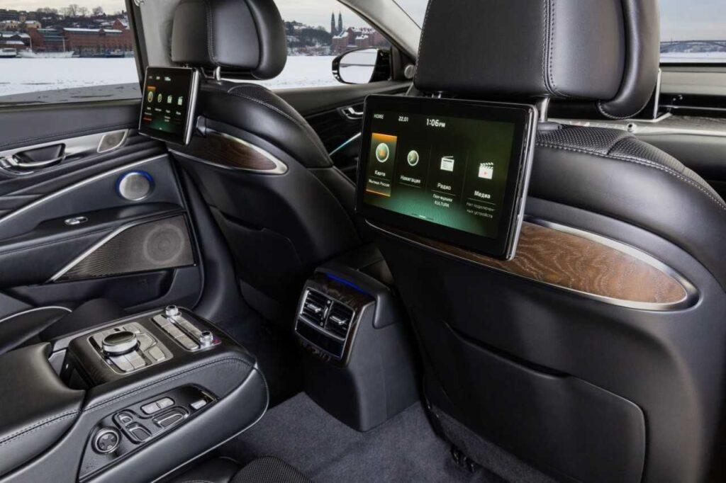 Kia назвала цены на новый седан Kia K900 для российского рынка