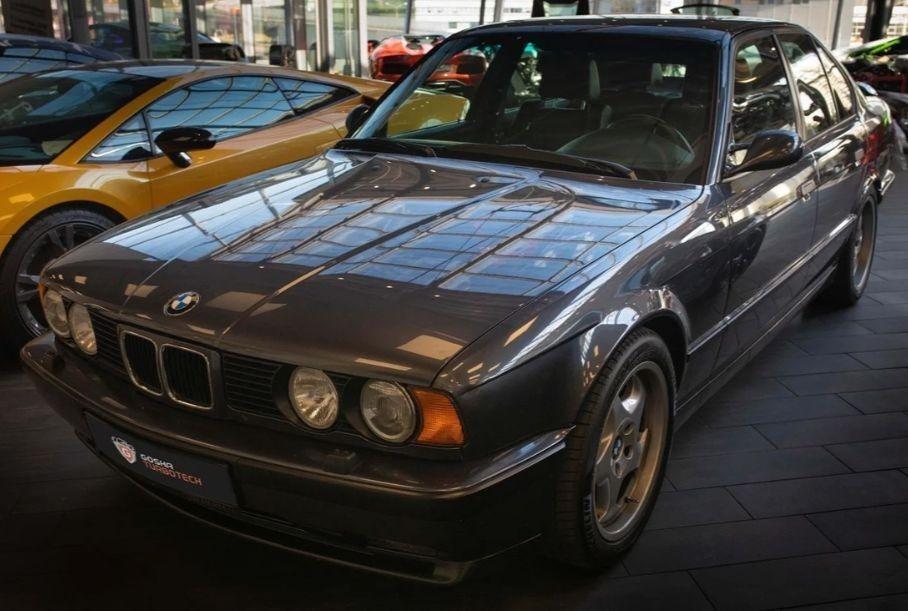 Идеальный BMW M5 1993 года продают в России за 5,3 млн рублей