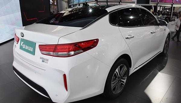Рестайлинговый гибридный седан Kia К5 появится на рынке летом