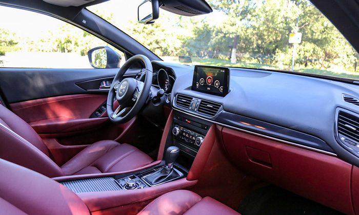 Mazda показала обновленную модель Mazda CX-4
