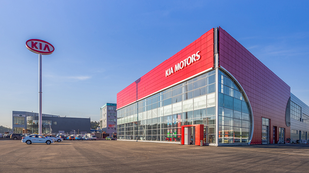 Компания Kia открыла в Москве новый флагманский дилерский центр