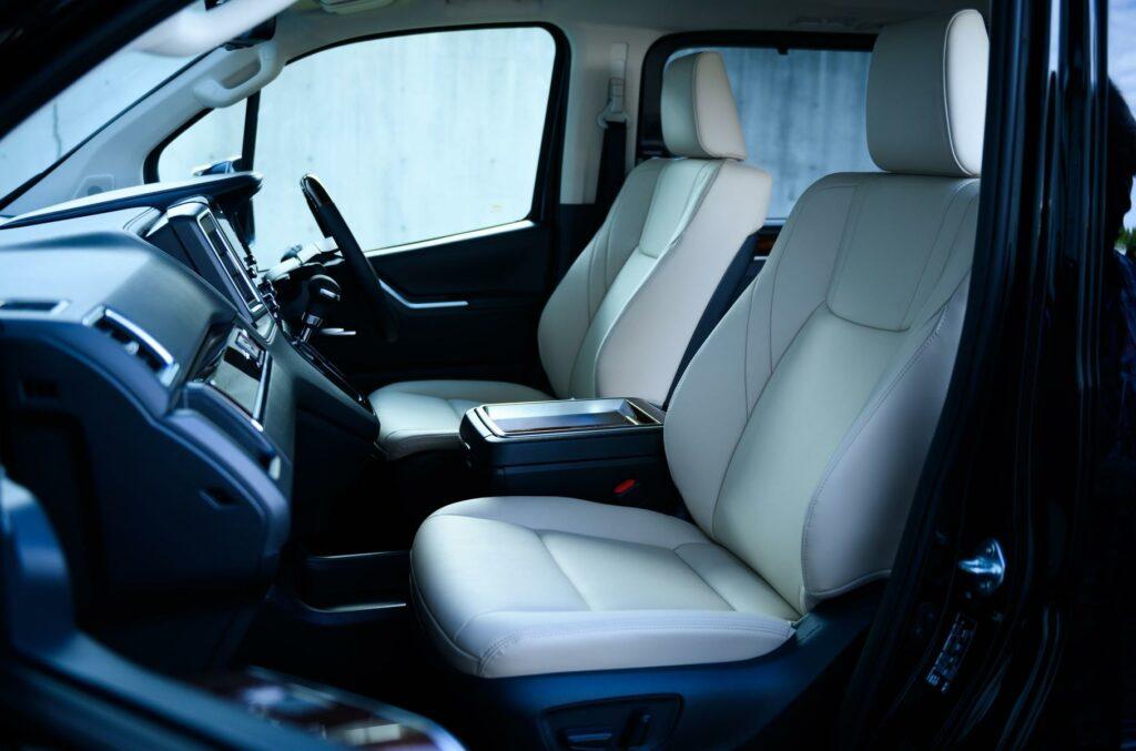Toyota представила новый роскошный минивэн Toyota GranAce