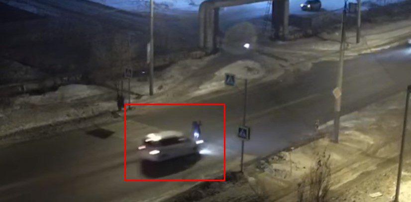 В Омске на камеру видеонаблюдения попало ДТП с пешеходом