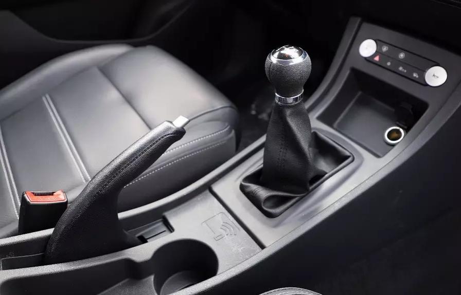 BYD выпустила электромобиль для автошкол с имитацией «механики» и 4 педалями