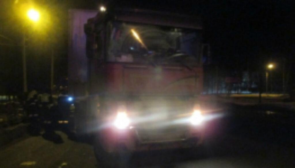 Двое пострадали в Ярославле в жестком ДТП фуры и легковушки