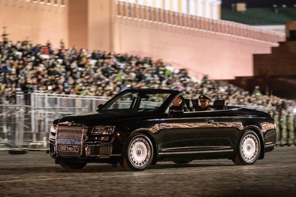 В России для частного заказчика создали второй кабриолет Aurus