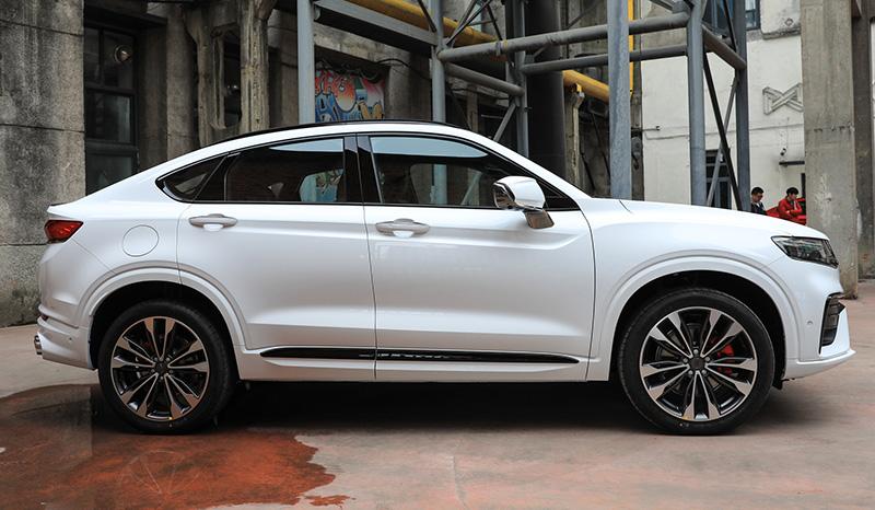 В Беларуси уже появился новый купе-кроссовер Geely FY11