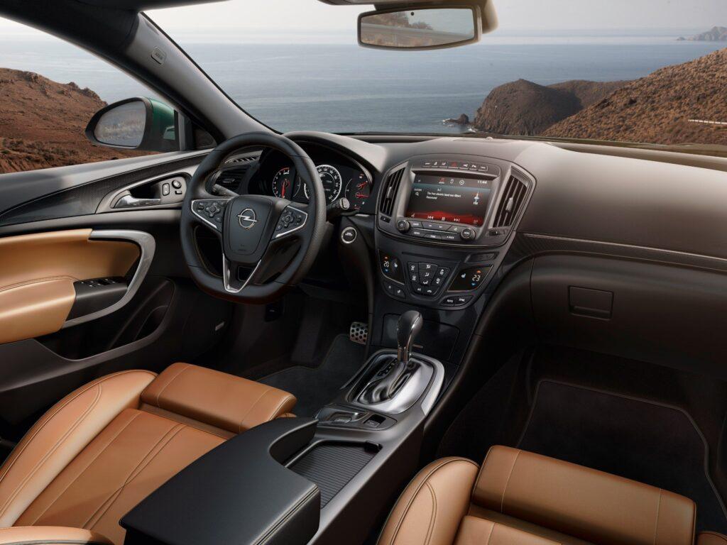 Опель Инсигния – стильный автомобиль бизнес класса