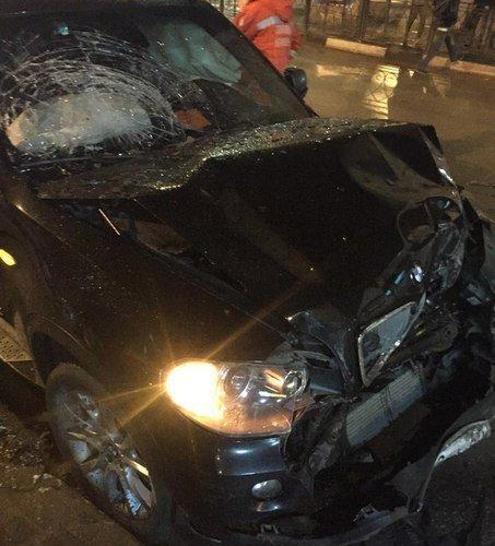 BMW жестко ударил маршрутку на остановке в Ялте