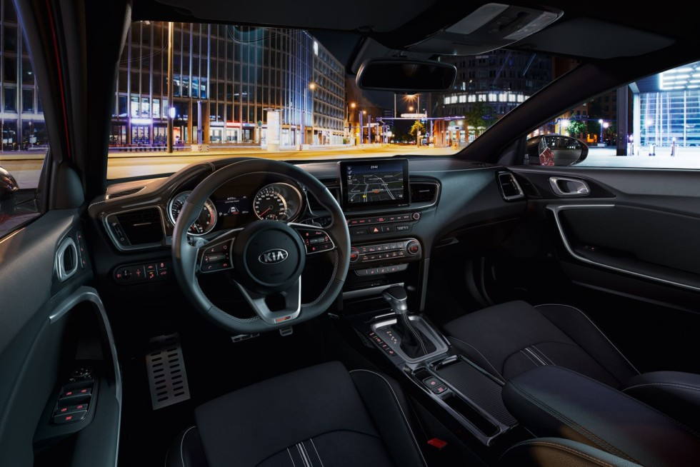 Компания Kia официально представила новые Kia ProCeed и Ceed GT
