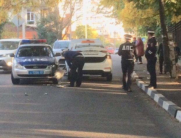 В Сочи произошло ДТП с участием машины ДПС и такси