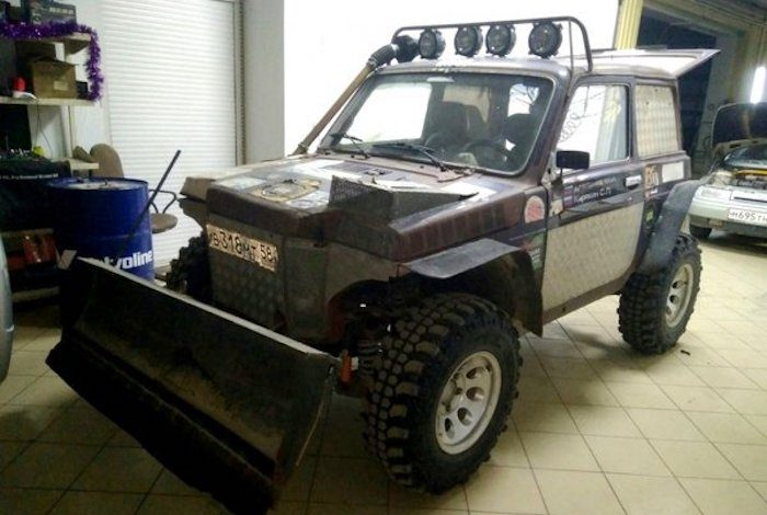 «Мечта тракториста»: LADA 4х4 превратили в маленький трактор