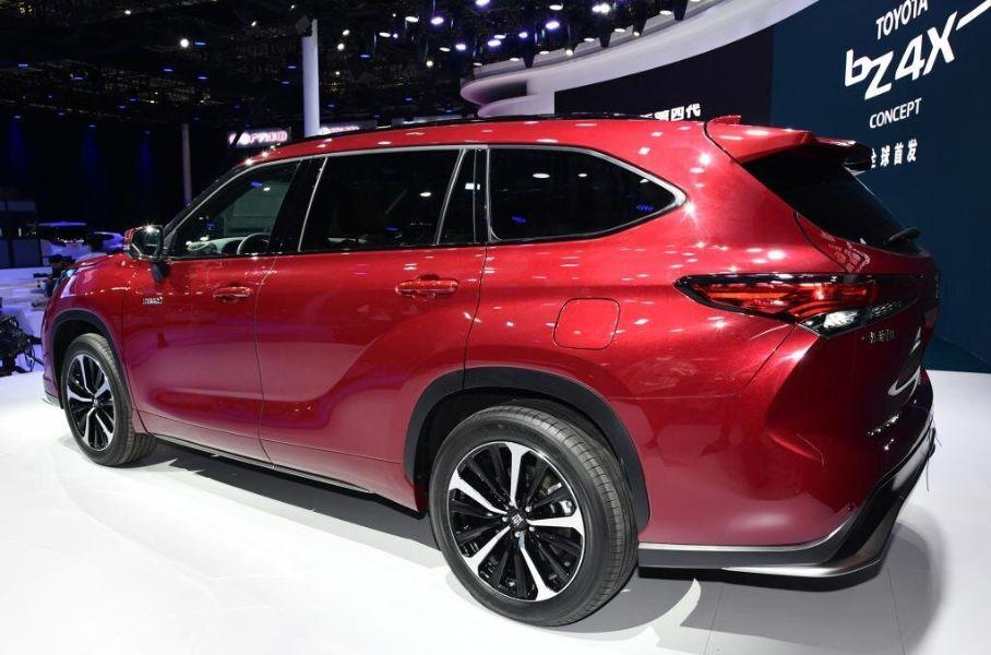 Новый кроссовер Toyota Crown Kluger 2021 года для Китая дебютировал в Шанхае