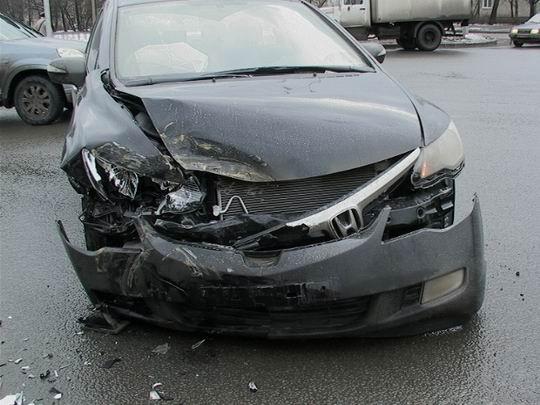 Что делать если бампер автомобиля разбит?