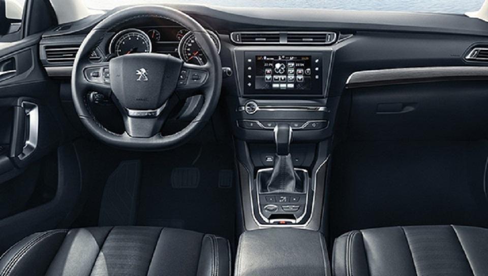 Появились первые фотографии обновленного седана Peugeot 408