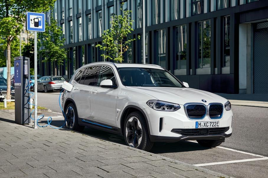 BMW презентовала новый электрический кроссовер iX3