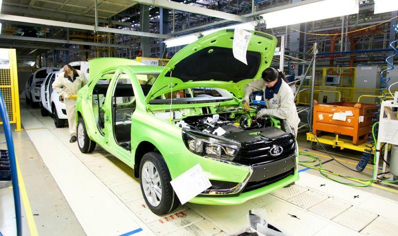 «АвтоВАЗ» приостановил производство моделей Lada Vesta