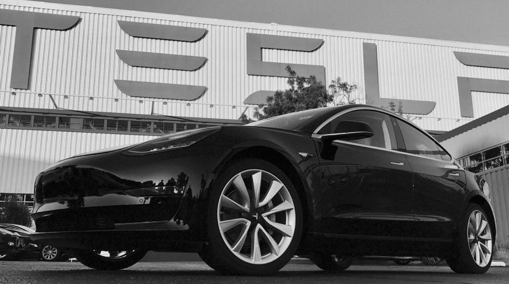 Илон Маск признал ошибкой чрезмерную автоматизацию завода Tesla