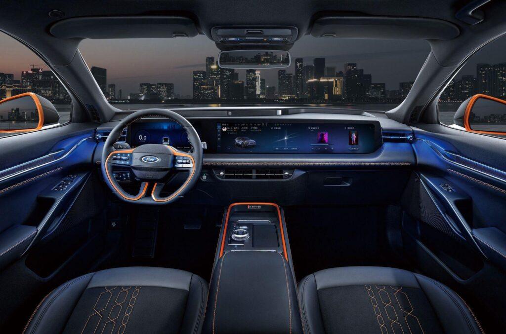 Компания Ford представила в Китае новейший кроссовер Ford Evos 2021 года