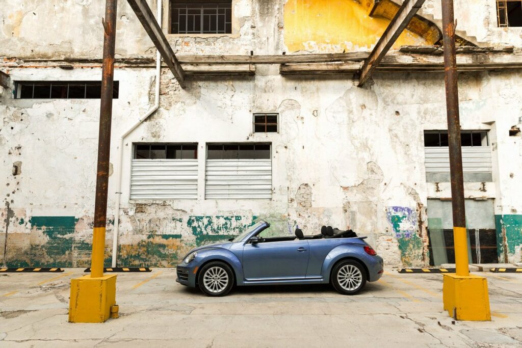 Volkswagen представил финальную версию легендарной модели Beetle