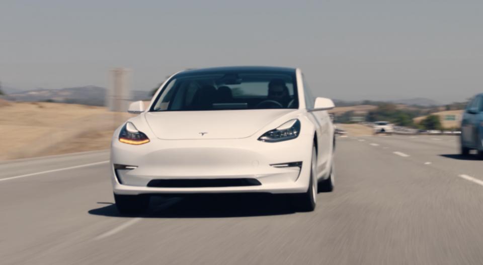 Илон Маск не стал продавать Tesla Model 3 без очереди своей матери