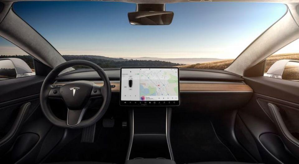 Илон Маск отказался реализовать Tesla Model 3 собственной матери без очереди