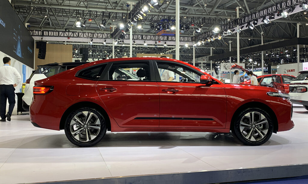 GM и SAIC в Китае представили конкурента Skoda Octavia