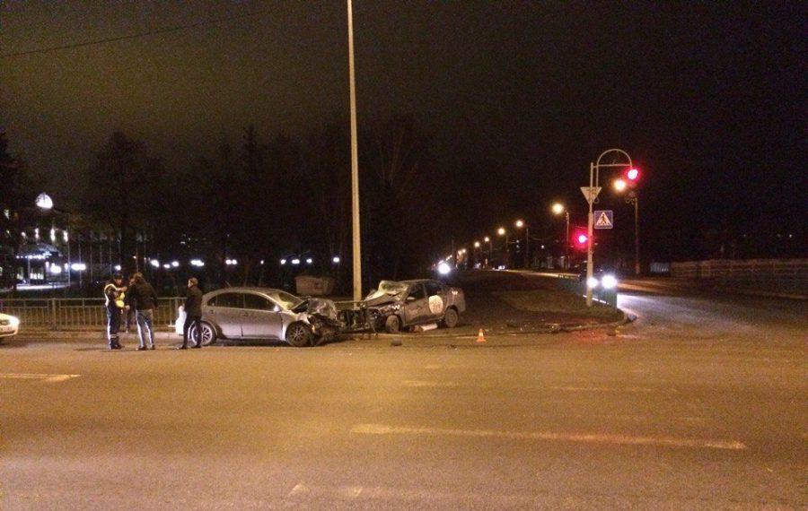 Водитель Лады с «Яндекс.Такси» серьезно пострадал в ДТП в Саранске