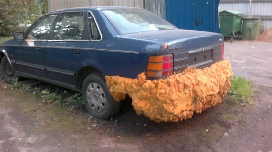 Петербургские автовладельцы «ремонтируют» машины монтажной пеной