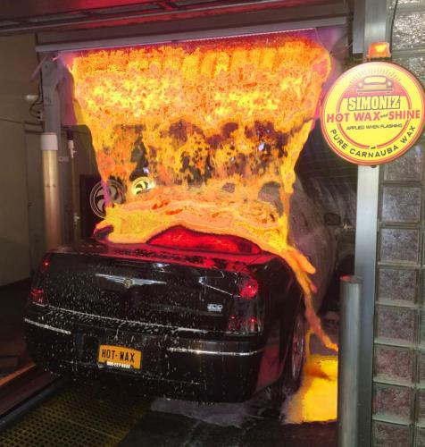 Американец помыл свой автомобиль «раскалённой лавой»