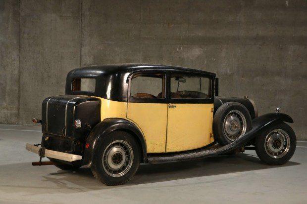 Простоявшие в сарае три модели Bugatti продадут на аукционе