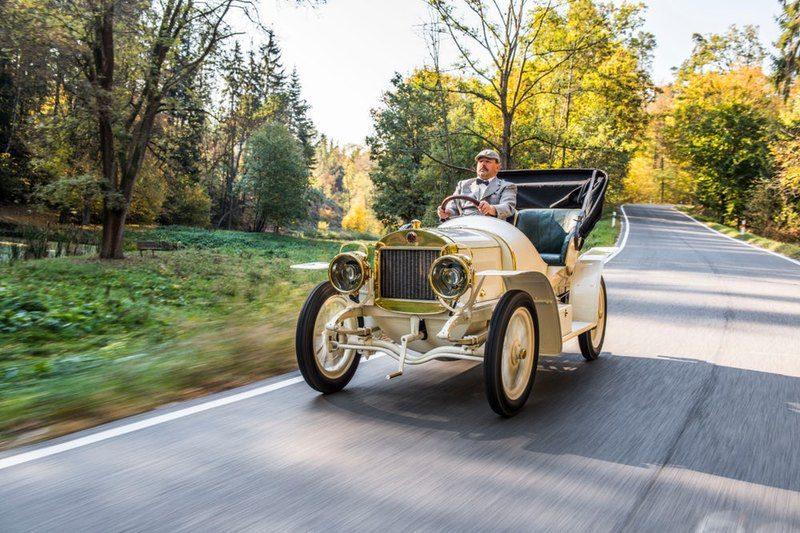 Специалисты компании Skoda отреставрировали 110-летний спорткар