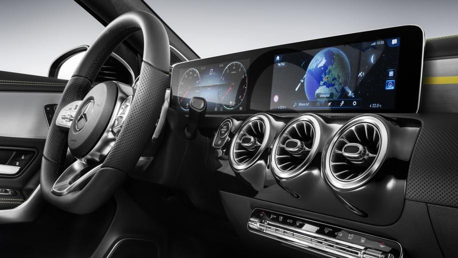 Mercedes-Benz рассекретил дизайн интерьера нового A-Class