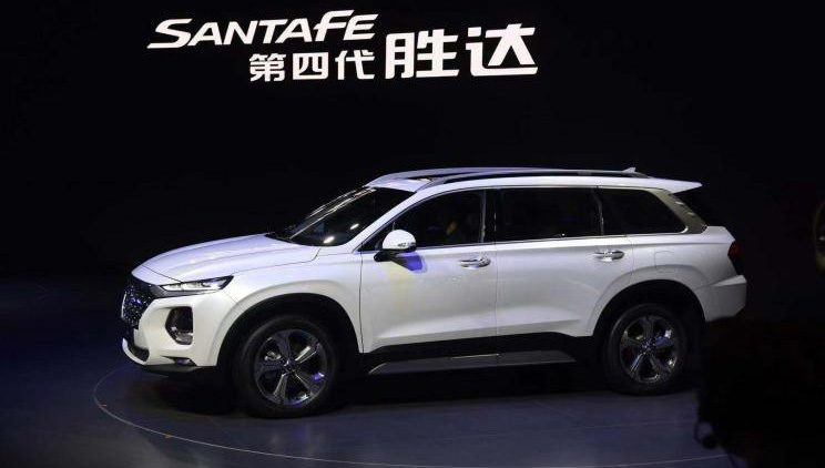 Удлиненный кроссовер Hyundai Santa Fe 2019 появится у дилеров в апреле