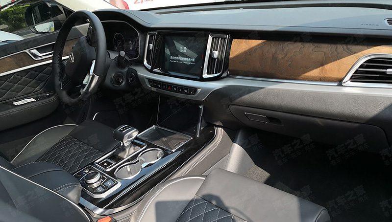 FAW превратила Toyota Crown в премиальный внедорожник Hongqi HS7