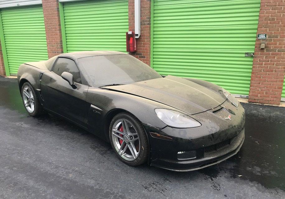 Новый Corvette 2009 года найден на заброшенном складе для вещей