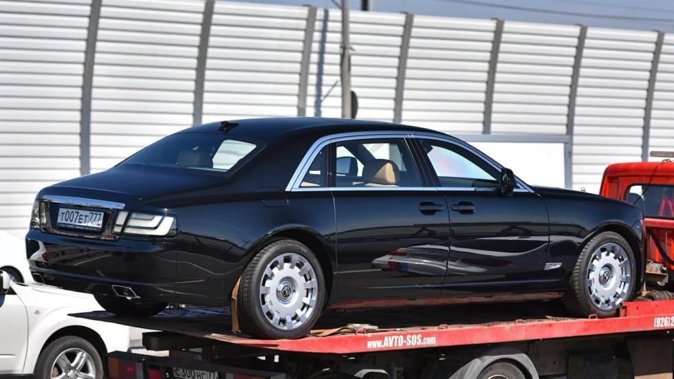 На дорогах Москвы заметили необычный лимузин ЗИЛ Rolls-Royce