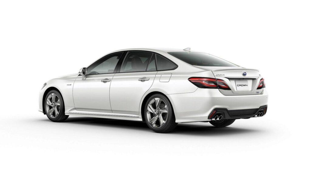 Названы цены на новое поколение седана Toyota Crown