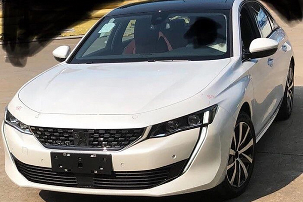"""Удлиненный седан Peugeot 508L рассекречен на """"живых"""" фото до дебюта"""