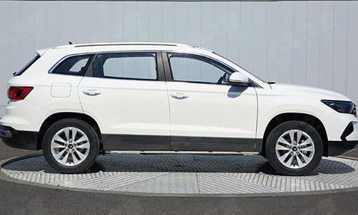 Volkswagen показал бюджетный кроссовер Jetta на базе Skoda Karoq