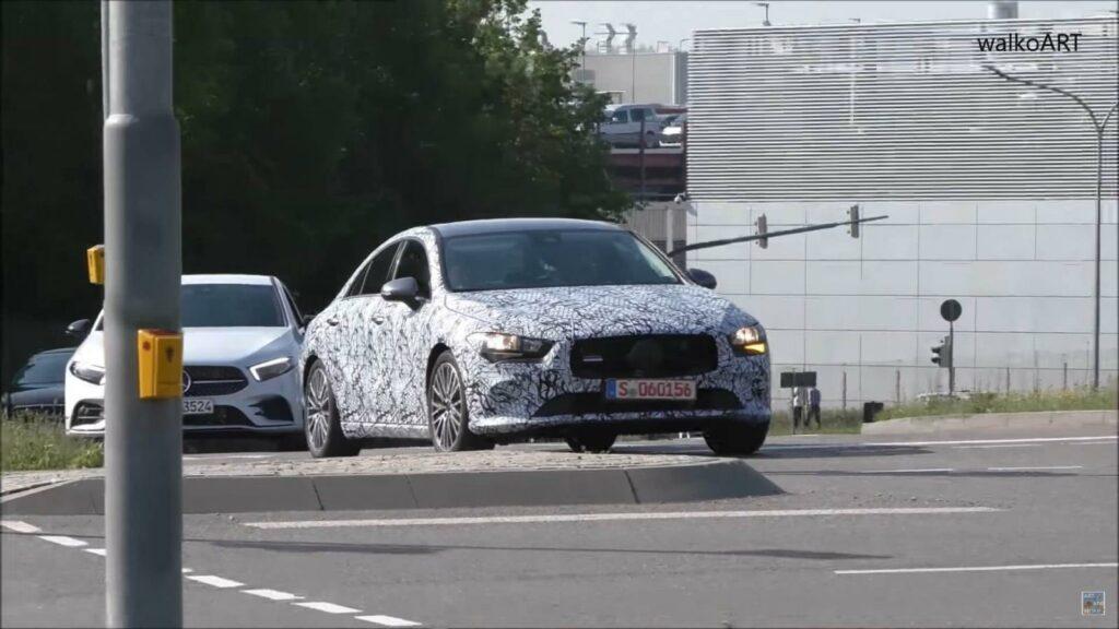 Опубликованы первые фото Mercedes-Benz CLA нового поколения