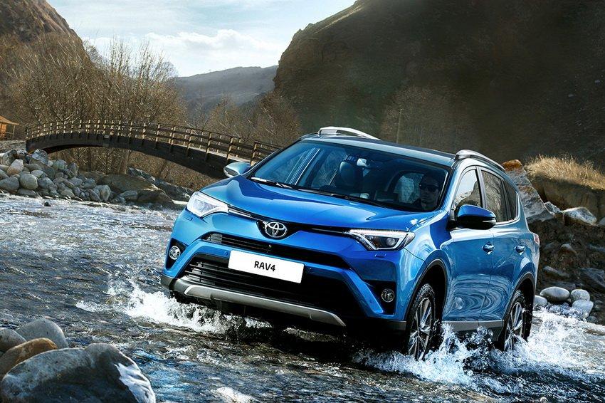 Toyota RAV4 остается бестселлером марки на рынке РФ