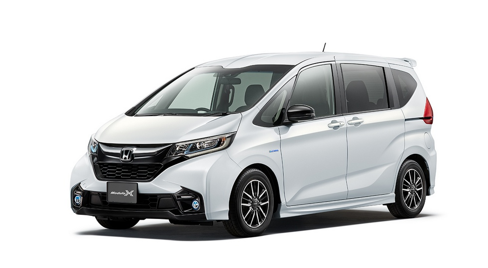 Для компактвэна Honda Freed стал доступен пакет Modulo X