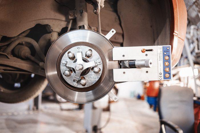 Когда необходимо делать проточку тормозных дисков?