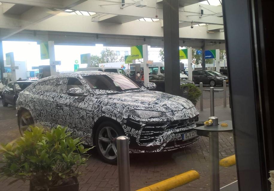 Серийный Lamborghini Urus заметили в камуфляже накануне премьеры