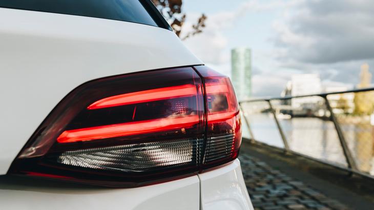 Опубликованы первые официальные фото обновлённой Opel Astra
