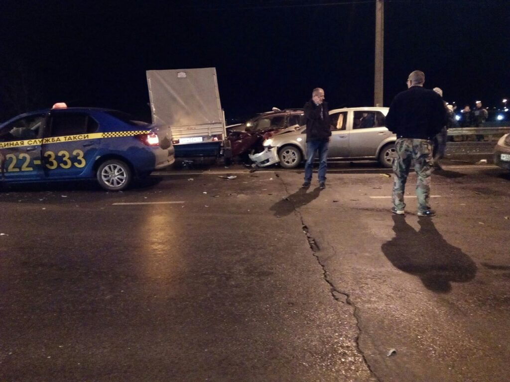 В Рыбинске на мосту произошло массовое ДТП семи автомобилей