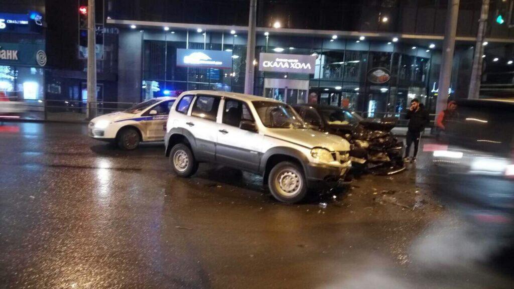 Внедорожник Chevrolet протаранил «Шкоду» на Московском шоссе в Самаре